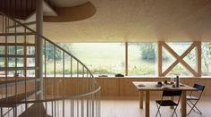 Villa nel bosco in Svizzera. Uno scambio continuo tra natura e architettura | LegnoOnWeb #flammerpascal #villa #legno #vetrate #finestre