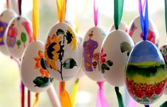 Watercolours on eggs by galerie-morgenstern