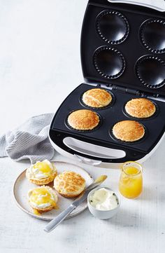 With just 4 ingredients and a Kmart pie maker at the ready, it's possible to whip up some of the fluffiest lemonade scones you'll ever try. Mini Pie Recipes, My Recipes, Sweet Recipes, Pie Crust Recipes, Dessert Recipes, Breville Pie Maker, Mini Desserts, Plated Desserts, Pie Pops