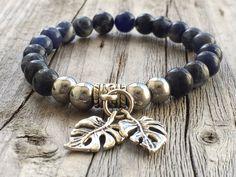Gemstone bracelet, Woman bracelet gift, Leaf bracelet, Bohemian bracelet, Ibiza beaded bracelet, Stretch stacking bracelet, Blue bracelet door KennlyDesign op Etsy