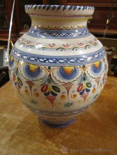 Jarrón de cerámica Puente del arzobispo. Firmado Delacal Barreira. Buen estado.