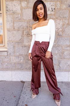 LivingLesh sharing some petite styling tips as it applies to styling tie ankle pants which is a huge trend that has emerged this year.
