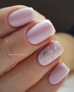 False nails have the advantage of offering a manicure worthy of the most advanced backstage and to hold longer than a simple nail polish. The problem is how to remove them without damaging your nails. Elegant Nail Designs, Elegant Nails, Beautiful Nail Designs, Toe Nail Designs, French Acrylic Nails, French Manicure Nails, Toe Nails, Pink Nails, Bride Nails