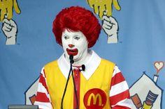 """""""Seria legal se vc parasse de enganar as crianças"""" – menina de 9 ao CEO do McDonald's http://www.bluebus.com.br/seria-legal-se-vc-parasse-de-enganar-as-criancas-menina-de-9-ao-ceo-do-mcdonalds/"""