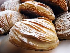 authentic italian recipes sfogliatella Real Recipe Wednesday: Sfogliatella Recipe is linked and a video on how it is shaped. Can use puff pasty. Italian Pastries, Italian Desserts, Italian Dishes, Italian Recipes, French Pastries, Puff Pastry Dough, Frozen Puff Pastry, Pastry Recipes, Dessert Recipes