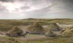 Reconstructie van Cladh Hallan, zoals de nederzetting van de huizen op South Uist is gedoopt. De mummies/skeletten kwamen onder de vloeren t...