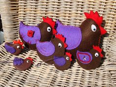 Felt and polymer clay chickens handmade by De Sierkip