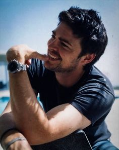 Karl Urban.  Don't you love how he basically has a farmer's tan?                                                                                                                                                      More