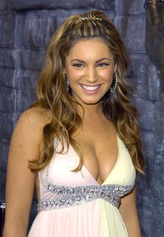 Pin for Later: 29 Reasons Why Kelly Brook Is Right to Thank Her Boobs For Her Success June 2004 For the MTV Movie Awards, Kelly channeled Jennifer Lopez. The tan, the highlights, the earrings . . . she's just Kelly from the block.