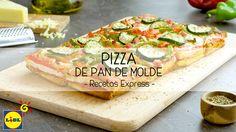 Prepara una receta de pizza casera con pan de molde. Una receta con verduras, queso y jamón cocido que te encantará. ¡Buen provecho!