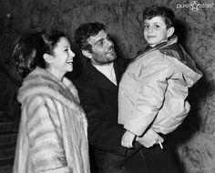 Omar Sharif 1964 mit seiner Frau Faten Hamama und seinem Sohn Tarek.