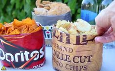 Push the bottom of a large crisp bag upwards inside itself to turn it instantly into the perfect snack bowl.- for Hollie's birthday, do this with kettle chips accompanied by hummus and salsa? Summer Bbq, Summer Picnic, Party Summer, Birthday Bbq, Picnic Date, Snack Bowls, Festa Party, Bbq Party, Summer Recipes