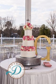 Cindy's Cakery // Buttercream wedding cake with fresh floral separators// Dragon Studio // Williamsburg Weddings // Ford's Colony // Mr. and Mrs. Gamez