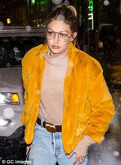 The supermodel often elevates her ensembles in eyewear that serves no purpose other than aesthetic Tomboy Fashion, Sport Fashion, Fashion Models, Gigi Hadid 2014, Gigi Hadid Style, Sports Illustrated, Fall Winter Outfits, Winter Fashion, Models Off Duty