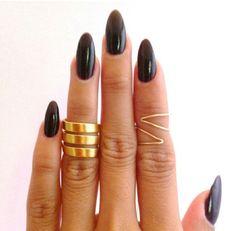 Pointed nails, christina black :)