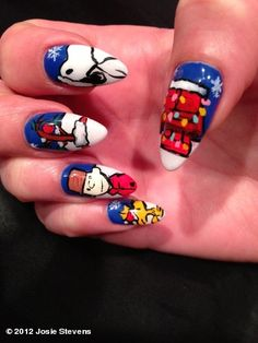 I got Snoopy Xmas nails :)