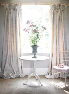 A heavenly romantic faded design in the softest pink and grey. Amelia is a bedroom favourite.