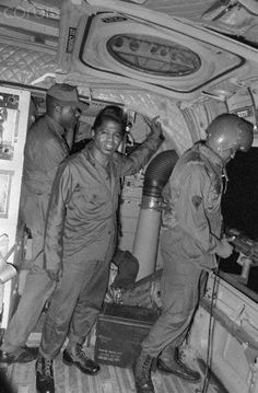 Vietnam War, James Brown Performs for American Soldiers American War, American Soldiers, Vietnam Veterans, Vietnam War, Black History Facts, Art History, Coloured People, Armed Conflict, North Vietnam