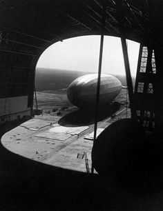 Zeppelin outside of hanger. London, July 13, 1929 Photo: Keystone-France