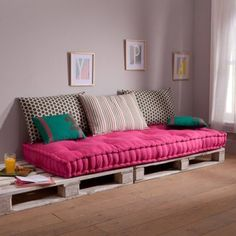 Choosing a beautiful mattress for banquette - deco ideas in 45 photos - Archzine. Diy Pallet Sofa, Furniture, Indian Home Decor, Home, Sofa Design, Pallette Furniture, Apartment Decor, Furniture Design, Home Decor Furniture