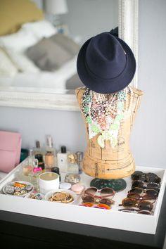 20 Creative Ways to Organize Your Jewelry - Style Me Pretty Living Rangement Makeup, Diy Rangement, Closet Vanity, Dresser Vanity, Dresser Top, Vanity Tray, Dressers, Jewelry Organization, Home Organization