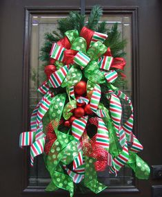 Christmas Wreaths- pretty sure I can make this