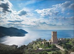 Башня Tainaron Blue Retreat от Kostas Zouvelos + Kassiani Theodorakakou