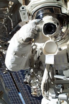 Astronaut snaps a picture during spacewalk (Photo: NASA) Smile! Astronaut snaps a picture during spacewalk (Photo: NASA) Cosmos, Neil Armstrong, Nasa Images, Nasa Photos, Nasa Astronauts, International Space Station, Space And Astronomy, Astronomy Posters, Floating In Water