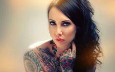 Le saviez-vous ? Les jeunes femmes tatouées auraient beaucoup plus confiance en elles