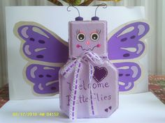 """Patio brick from Menards. Painted with wings, ribbon, antenna added for decoration. """"Butterflies Welcome """" on lower half. Brick Crafts, Stone Crafts, Painted Pavers, Painted Bricks, Clay Pot Crafts, Crafts To Make, Brick Pavers, Patio Stone, Brick And Stone"""