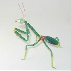 Praying Mantis Dark Green Beaded on Copper wire by MoonfairyGems Beaded Crafts, Beaded Ornaments, Wire Crafts, Jewelry Crafts, Wire Jewelry, Jewelry Art, Beaded Jewelry, Jewlery, Jewelry Patterns