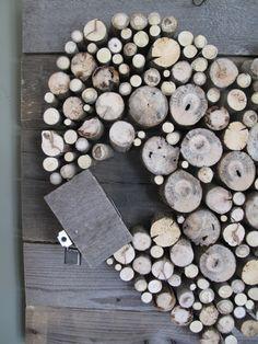 Pallet wood and sticks Valentines Heart diy Diy Valentine's Day Decorations, Valentines Day Decorations, Valentine Heart, Valentines Diy, Wood Pallets, Pallet Wood, Diy Pallet, Pallet Projects, Diy Mailbox