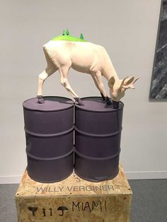 Willy Verginer's sculptures comment on current environmental issues - Cube Breaker Environmental Sculpture, Environmental Issues, Animal Sculptures, Sculpture Art, Wooden Sculptures, Contemporary Sculpture, Contemporary Art, Cardboard Animals, Cubism Art