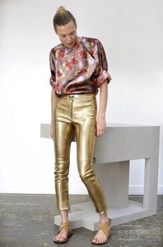 Isabel Marant spring 2016 - Love this look, but you need to be her size to pull off these pants. Look Fashion, High Fashion, Fashion Show, Fashion Trends, Womens Fashion, Disco Fashion, Gold Pants, Sequin Pants, Isabel Marant