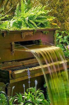 Old Piano Fountain How cool is this? Need it. Want it. Got to have it!