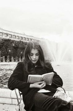 Isabelle Adjani reading in front of the Palais Royal, photo by Jean-Claude Deutsch, 1973 Isabelle Adjani, People Reading, Woman Reading, Girl Reading Book, Fotojournalismus, Anna And The French Kiss, Bibliophile, Love Book, White Photography