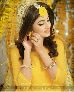 Fantastic Wedding Advice You Will Want To Share Bridal Mehndi Dresses, Pakistani Wedding Outfits, Pakistani Wedding Dresses, Bengali Wedding, Bridal Lehenga, Mehndi Outfit, Bridal Photoshoot, Bridal Pics, Haldi Ceremony