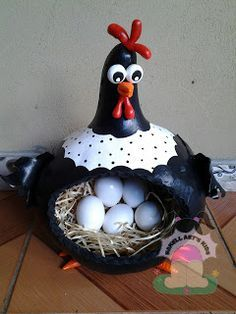 this would be o cute to hold farm fresh eggs when I get some laying hens .this would be o cute to hold farm fresh eggs when I get some laying hens Easter Crafts, Fun Crafts, Diy And Crafts, Arts And Crafts, Decorative Gourds, Hand Painted Gourds, Chicken Crafts, Chicken Art, Gourds Birdhouse