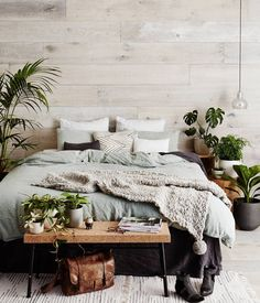 Do You Like An Ideas For Scandinavian Bedroom In Your Home? If you want to have An Amazing Scandinavian Bedroom Design Ideas in your home. Master Bedroom Design, Home Decor Bedroom, Modern Bedroom, Bedroom Rustic, Bedroom Plants, Bedroom Furniture, Wooden Wall Bedroom, Green Bedroom Decor, Natural Bedroom