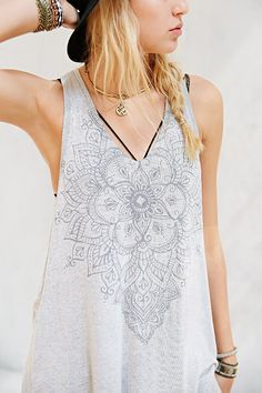 Truly Madly Deeply Textured Henna Art Tank Top - Urban Outfitters