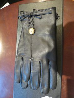 Women's Authentic Chanel Black Leather Gloves