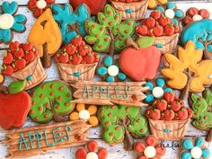 How to Make Decorated Apple Bushel Cookies | LilaLoa | Bloglovin'