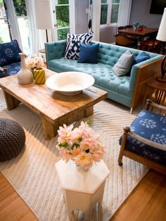I love the blue and natural colors in this. I also love a good mixture of earthy/organic with the contemporary.
