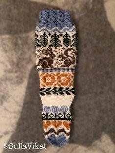 Colorful Socks, Knitting Socks, Friendship Bracelets, Fashion, Knit Socks, Moda, Happy Socks, Fashion Styles, Fashion Illustrations