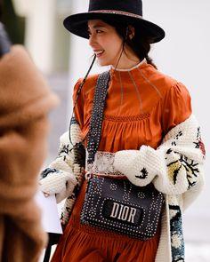 The Best Street Style From Paris Fashion Week Herfst 2018 - Kleidung Mode Boho Fashion Summer, Trendy Fashion, Womens Fashion, Fashion Trends, Fashion Lookbook, Sporty Fashion, Fashion Spring, Fashion Ideas, Winter Fashion