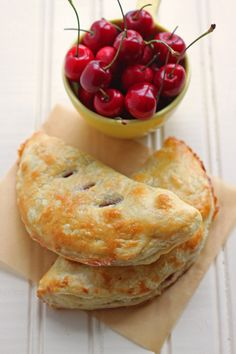 Best dessert recipe using fresh cherries: fresh cherry hand pies! Made with store-bought dough and come together quickly! Cherry Desserts, Cherry Recipes, Köstliche Desserts, Delicious Desserts, Dessert Recipes, Yummy Food, Plated Desserts, Yummy Eats, Drink Recipes