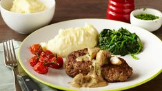 SALISBURY STEAK - A classic recipe using beef mince which is shaped to resemble a steak. Our Salisbury steak recipe is covered in a rich flavourful sauce and is perfect served with mashed potatoes. Romantic Meals, Romantic Recipes, Salisbury Steak Recipes, Meat Steak, Beef Gravy, My Cookbook, Short Ribs, Family Meals