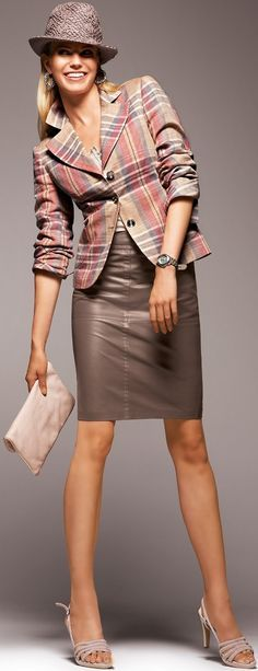 Love the blazer and skirt Office Fashion, Work Fashion, Suit Fashion, Fashion Outfits, Womens Fashion, Fashion Trends, Business Dress, Business Chic, Suits For Women