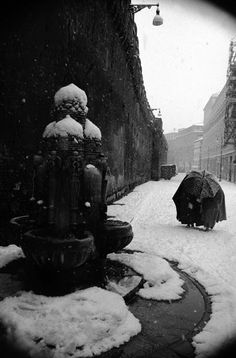 """Leonard Freed Winter at the Vatican, Rome 1958 """"The thing I am trying to get into my photographs is the element of time. Types Of Photography, Free Photography, Winter Photography, Macro Photography, Magnum Photos, Rome Winter, Leonard Freed, Monochrome, Vintage Italy"""