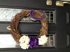 I need this for my front door but with a B on it!!! Love love love!!!